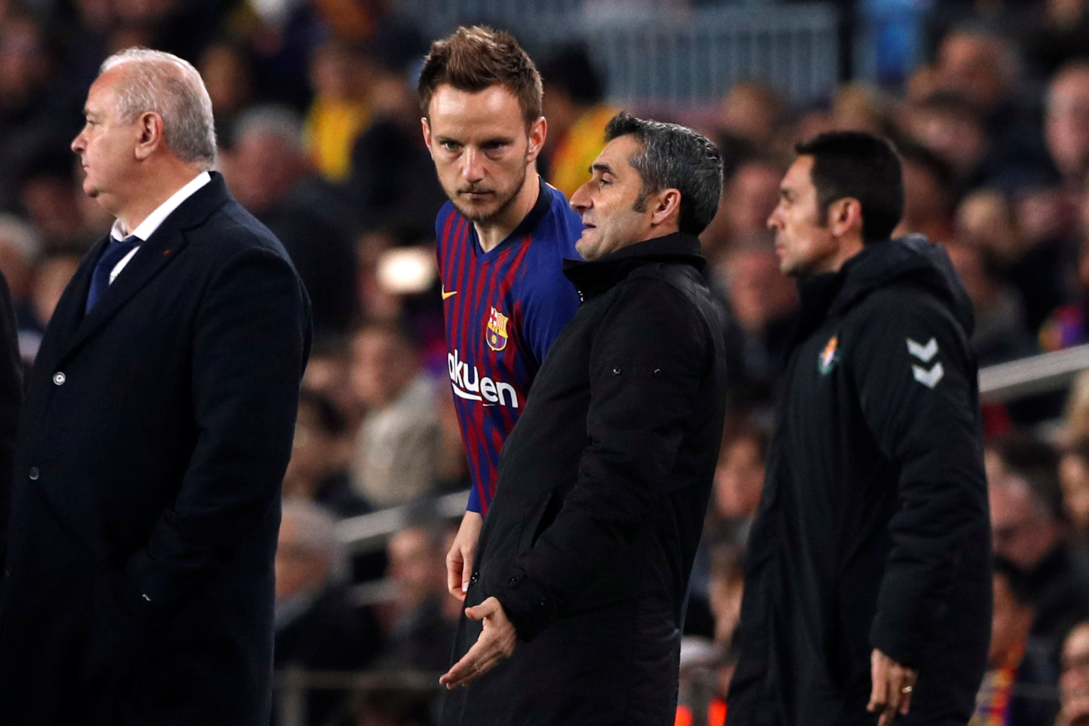 Barcelona star Ivan Rakitic decides to stay at the club