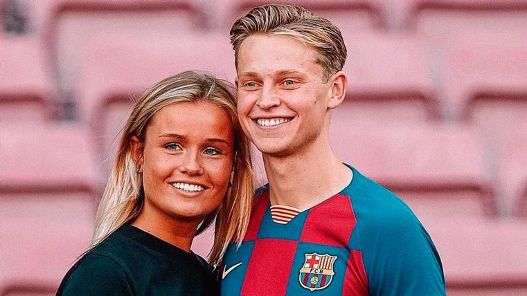 de Jong wife girlfriend