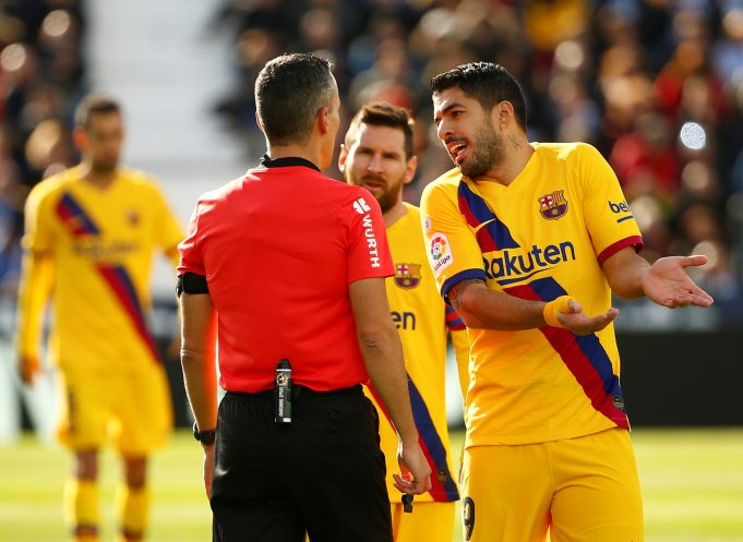 Season likely over for Barcelona's Luis Suarez after knee surgery