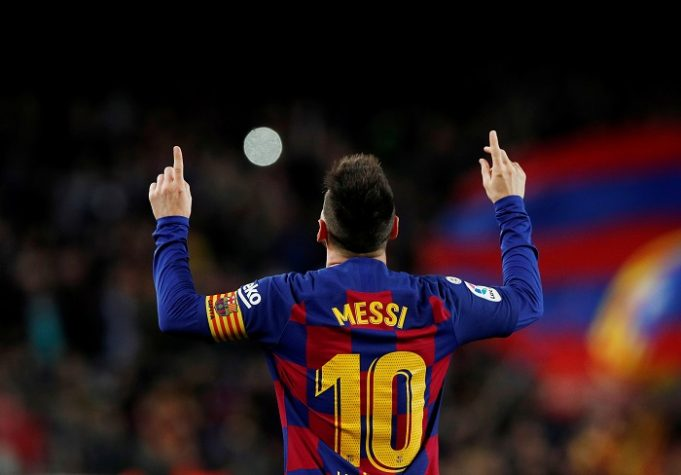 Lionel Messi pays tribute to real heroes of today