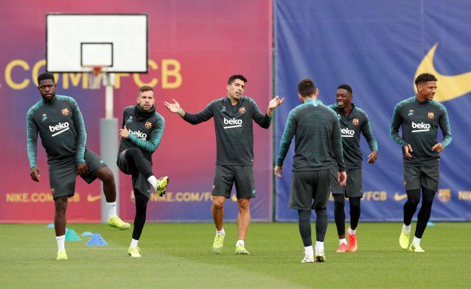 Barcelona players resume training
