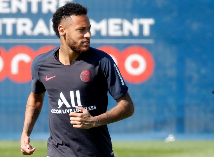 Neymar plays up Barca move by refusing PSG bonus